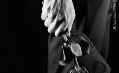 Dom sucht belastbarer Sklavin als Reisebegleitung