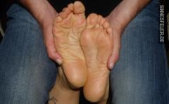 Frau mit gepflegten Füßen gesucht