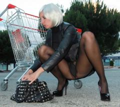 Extravagante Nylon und Heels Lady
