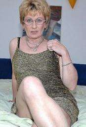 reife Frau braucht Partner für Sexspiele