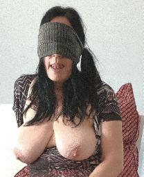 Sexy Milf Dame verwöhnt dich diskret